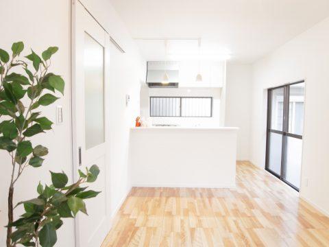 お気に入りの家具が映える、シンプルな空間