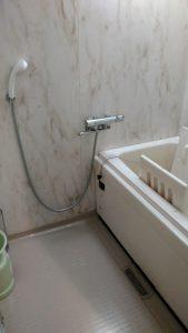 ハッピーカラーでリフレッシュ!浴室before